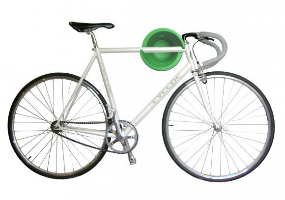 Оригинальный способ повесить велосипед на стену